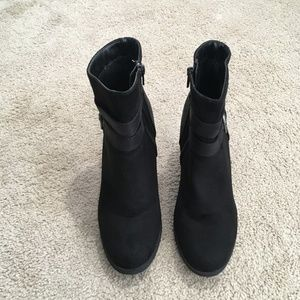 Whitemtn Black wedge ankle boots Sz 8.5M